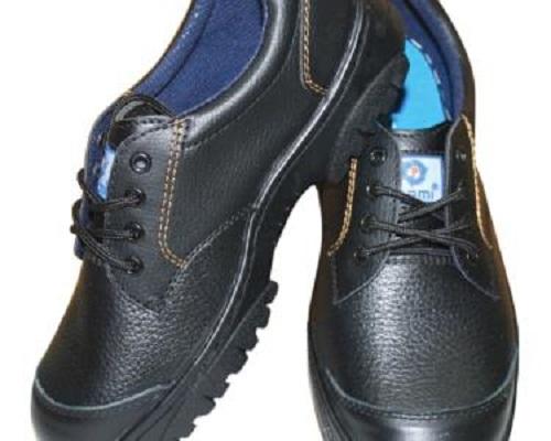 Giày bảo hộ lao động mũi sắt